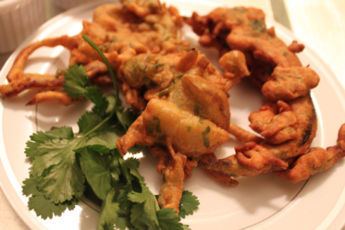 Crispy Vegetable Pakoras [Vegetable Fritters]