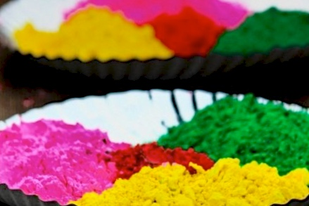 Playing Holibecomes even more enjoyable when you're stress free and you and your family play with natural homemade Holi Colors.So whether you're little one is two or twenty, I'm sharing 5 homemade Holi Color Recipes that you could make at home!